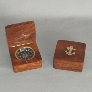 Brass Compass in Wooden Box (70mm Square)