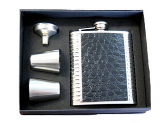 Hip Flask High Polish Chrome Gift Set - 7 oz Black Vinyl Crocodile Pattern Panels with 2 Plain SS Cups and Filler